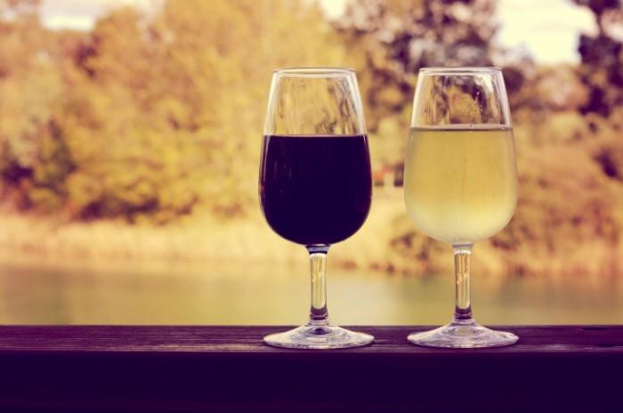 shutterstock 196124825 700x464 Красное и белое вино   Red and white wine