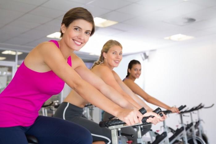 shutterstock 205040176 700x466 Девушки на тренажерах   Girls at the gym