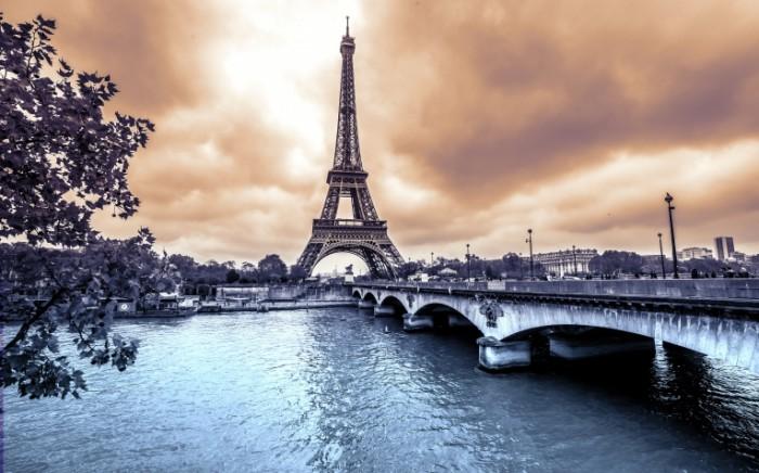 shutterstock 231926512 700x436 Эйфелева башня   Eiffel Tower