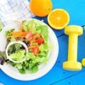 Здоровое питание и гантели - Healthy eating and dumbbells