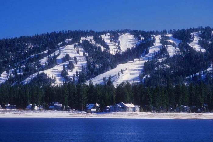 shutterstock 48992794 700x467 Заснеженные горы   Snow capped mountains