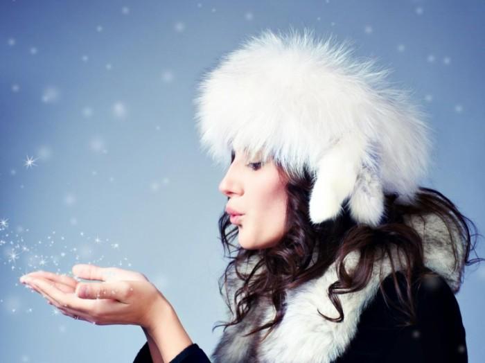 shutterstock 63651751 700x524 Девушка в меховой шапке   Girl in a fur hat