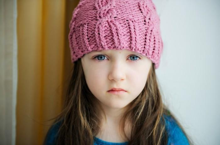 shutterstock 82209268 700x464 Девочка в шапке   Girl in a cap