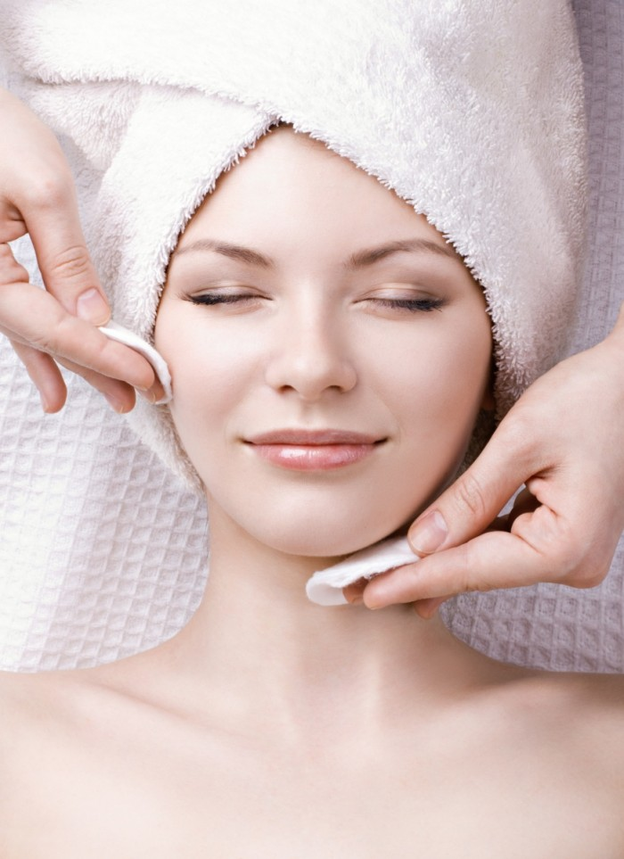 shutterstock 97382819 2 700x963 Уход за лицом   Facial Treatments