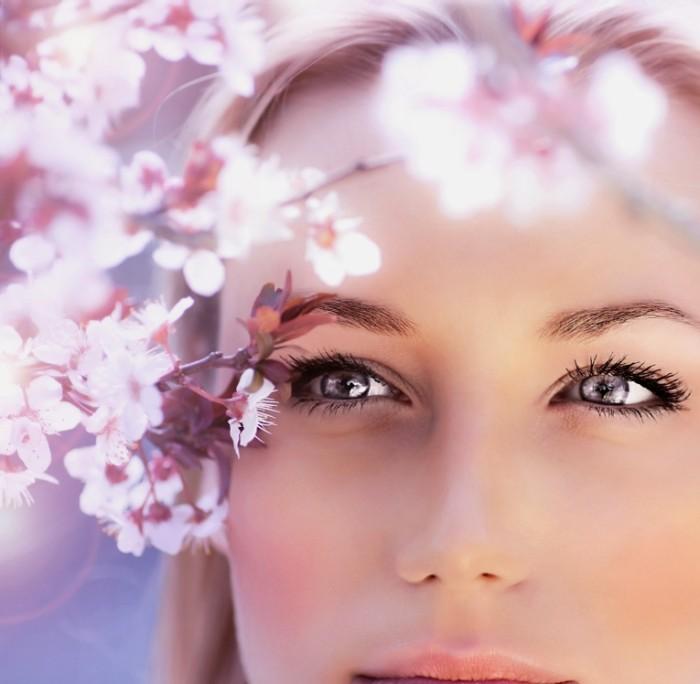shutterstock 98434166 700x684 Девушка в цветах   Girl in flowers