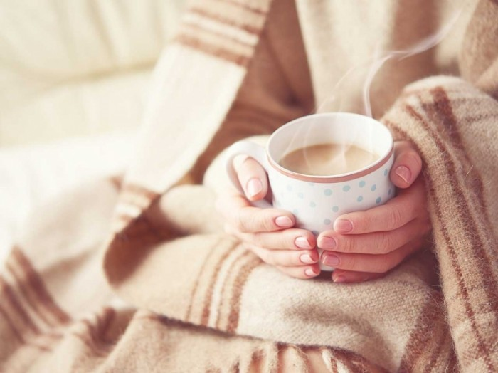 winter health shutterstock 700x524 Уютный плед и чашка какао   Cozy blanket and a cup of cocoa