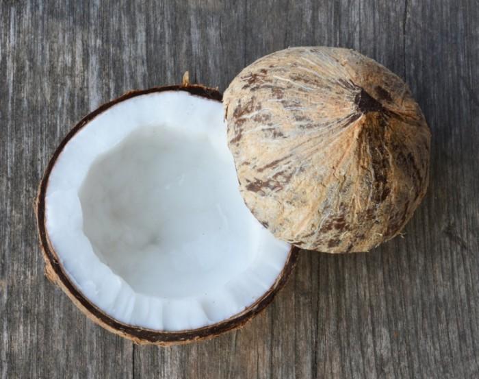 Beauty Uses Coconut Oil 700x553 Кокос   Coconut
