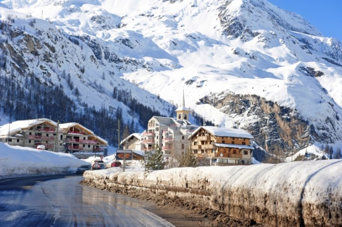 iStock 000026435380 Medium 700x464 Заснеженые горы   Snow capped mountains