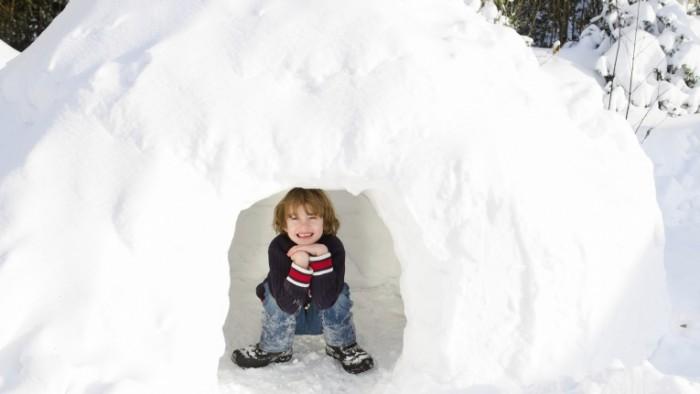 iStock 000032333010 Large e1453475481704 700x394 Мальчик в снегу   Boy in the snow