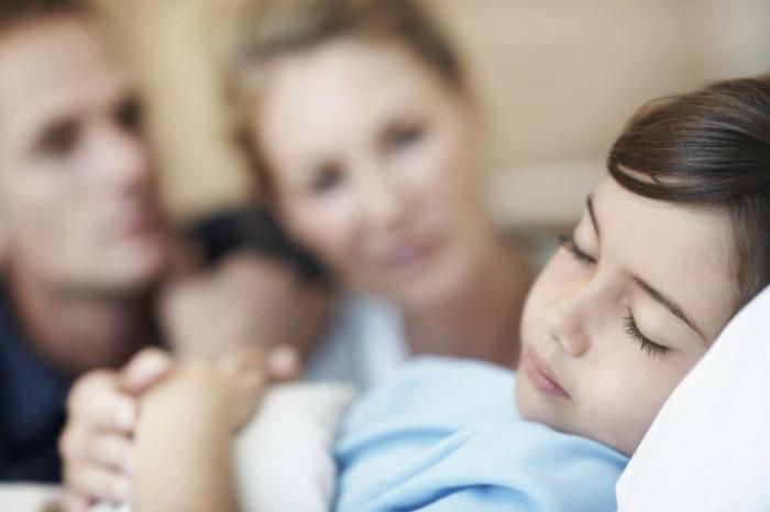 istock 000018795875medium 700x465 Мальчик с родителями   Boy with parents