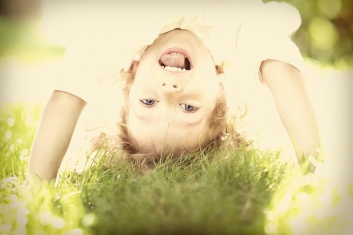istock 000023354876 new 700x466 Веселый ребенок   Cheerful child