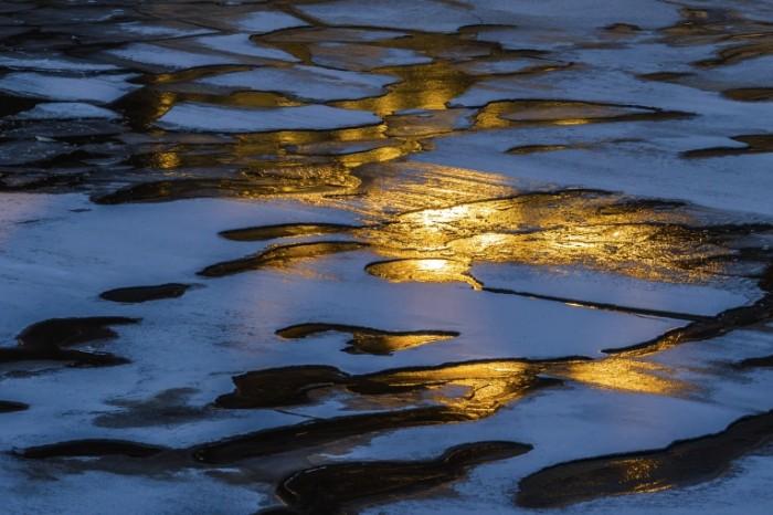 istock 000051909166large 700x466 Лед на воде   Ice water