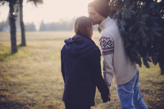 istock 000078802937 xxxlarge 700x466 Молодая пара в елках   Young couple in elkah