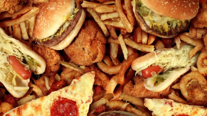 l shutterstock high fat foods 1200x675 700x393 Фастфуд   Fast food