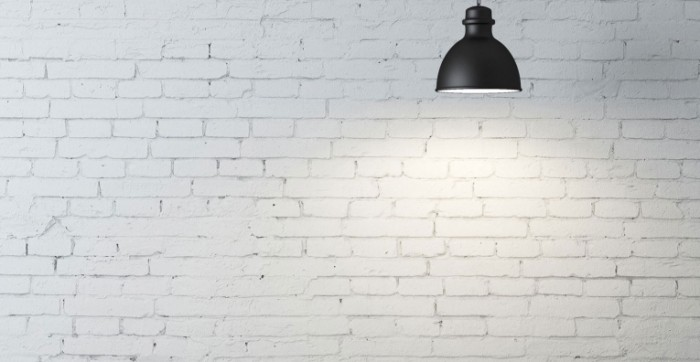 shutterstock 120479893 u6982 700x362 Стена и лампа   Wall and lamp