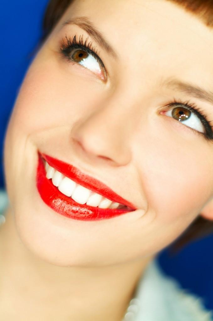 shutterstock 1382792 679x1024 Девушка с красной помадой   Girl with red lipstick