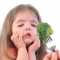 Девочка с капустой брокколи - Girl with broccoli