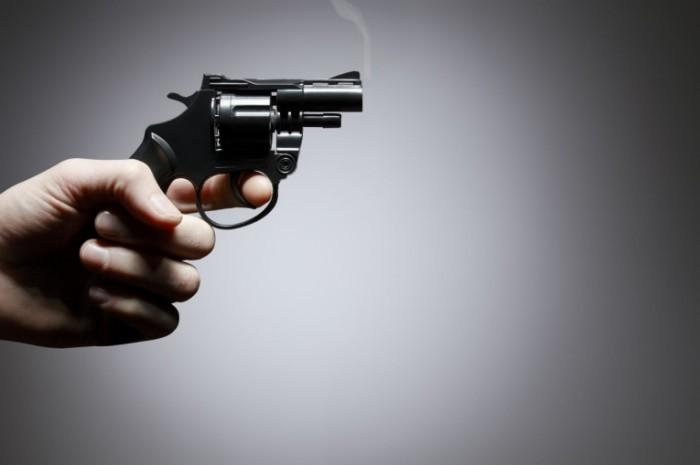 shutterstock 142072660 700x465 Револьвер   Revolver