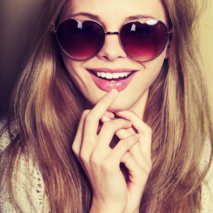 shutterstock 269067944 2 700x700 Девушка в очках   Girl in glasses