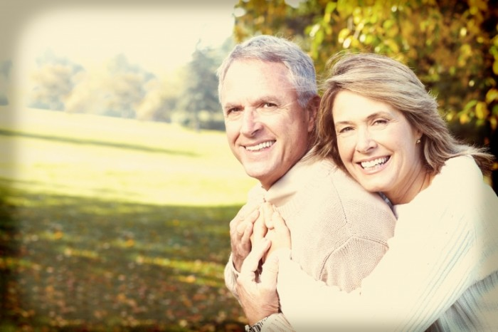 stock image elderly couple xxl 15 700x466 Счастливая пара   Happy couple