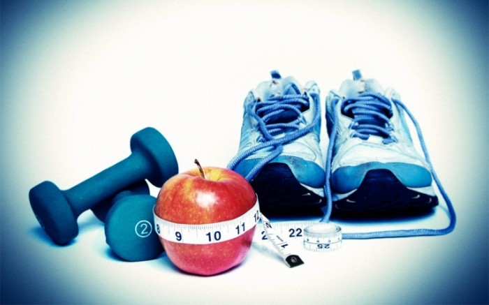 what is better diet or exercise ftr 700x437 Кроссовки и гантель   Running shoes and dumbbell