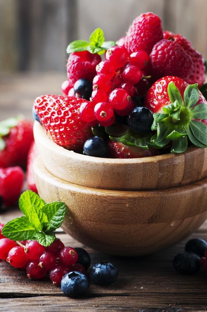 Fotolia 103129953 Subscription Monthly XL 680x1024 Лесные ягоды   Wood berries