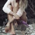 Девушка с цветами - Attractive Girl Holding Flowers
