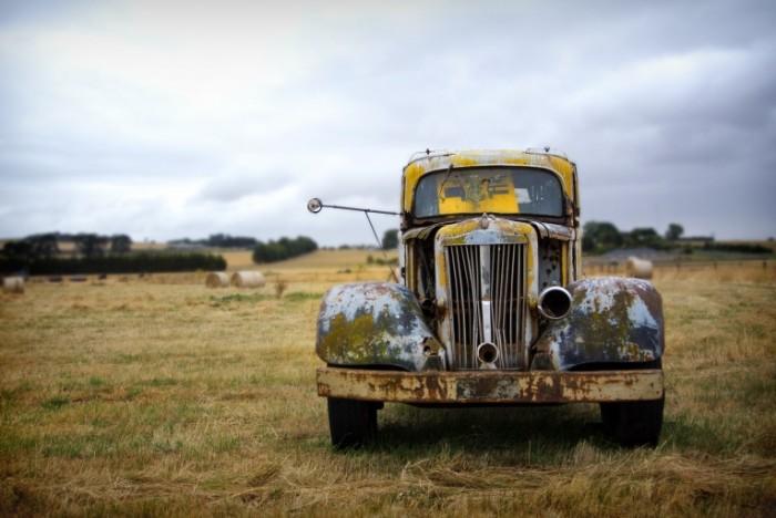 photo 1456318019777 ccdc4d5b2396 700x468 Старый автомобиль   Old automobile