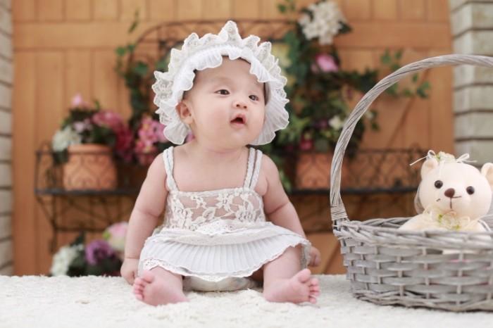 baby 13237562 700x466 Baby in white   Малыш в белом