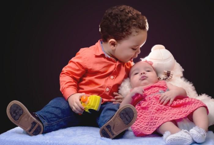 bebe 13997012 700x475 Babies with toys   Дети с игрушками