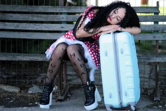 girl 13820312 700x466 Girl with suitcase   Девушка с чемоданом