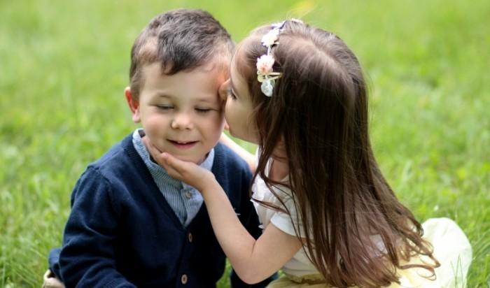 kids 14177912 700x412 Kids kiss   Поцелуй ребенка