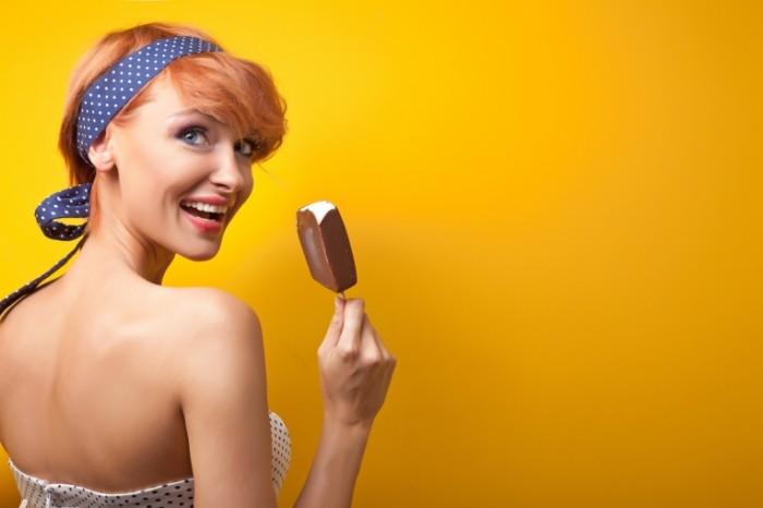 08749b79aa442e2 700x466 Девушка с мороженым   Girl with ice cream