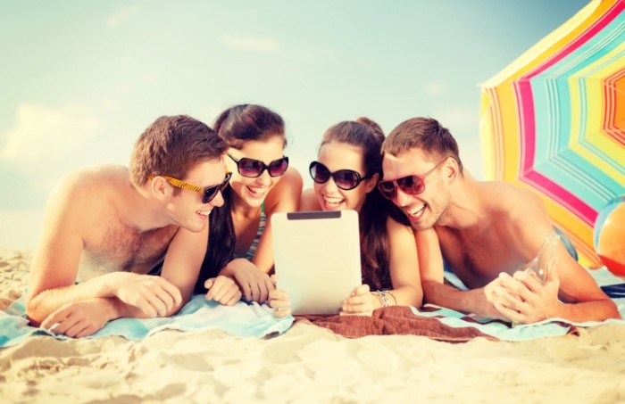 1f012d89ab4d521 700x453 Друзья на пляже   Friends on the beach