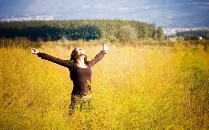 295014f4b2667b0 700x437 Девушка в поле   Girl in the field