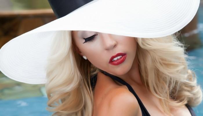 3fd9aa4c8d34f0d 700x401 Девушка в красивой шляпе   Girl in a beautiful hat