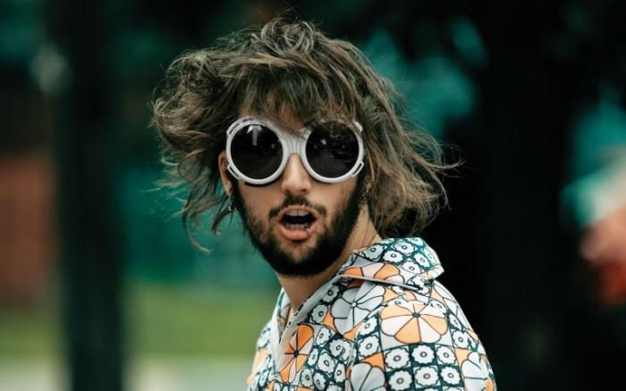4b0db8e5f06bd5b 700x437 Парень в очках   Boy with sunglasses