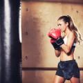 Девушка боксирует - Boxing girl