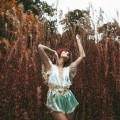 Девушка в высокой траве - Girl in a high grass