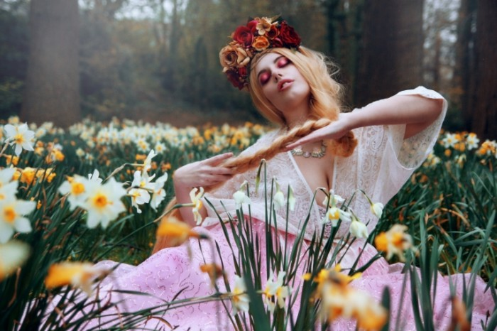 ae10e1a2ad8d8f1 700x466 Девушка в цветах   Girl in flowers
