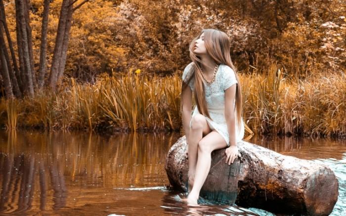 b77a84895bbe0da 700x437 Девушка в речке   Girl in the river