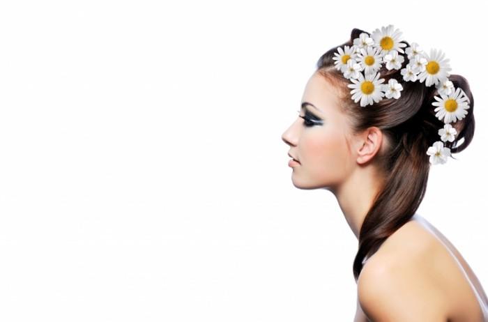 ba018ce683c166d 700x462 Девушка с цветами в волосах   Girl with flowers in hair