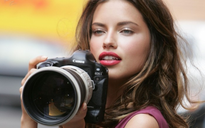 devushki ba35ddb217c2 700x437 Девушка с камерой   Girl with camera