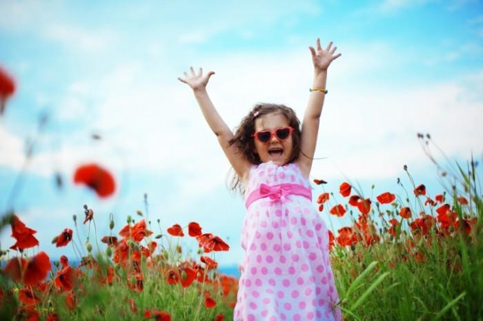 jjlj 700x466 Девочка в цветах   Girl in flowers