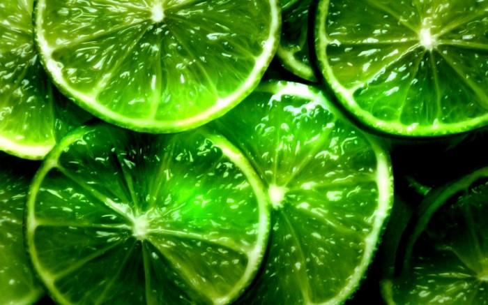 laym dolki lomtiki zelenye fon 45361 3840x2400 700x437 Долька лимона   Clove of lime