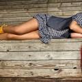 Девушка на скамье - Girl on the bench
