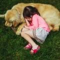 Ребонок лежит возле собаки - Child lying near the dog