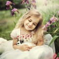 Девочка в цветах с кроликом - Girl in the flowers with a rabbit