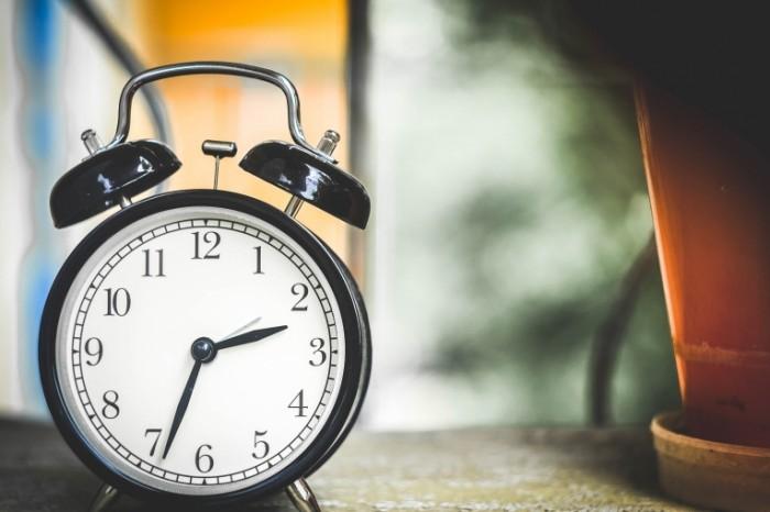 clock 650753 700x466 Будильник   Alarm clock