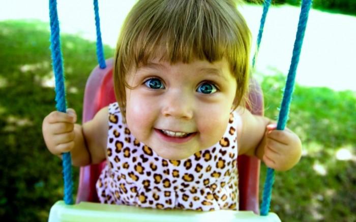 rebenok devochka ulybka a389129 700x437 Улыбка ребенка   Smiling child